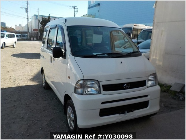 It is a picture of the white daihatsu hijet passenger van in 2001,Sub Photo 0 Stock No.Y030098