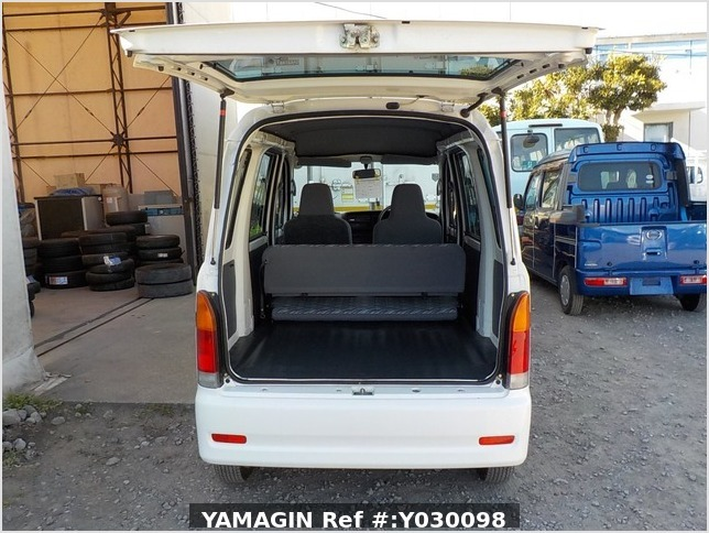 It is a picture of the white daihatsu hijet passenger van in 2001,Sub Photo 4 Stock No.Y030098