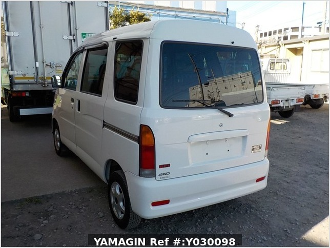 It is a picture of the white daihatsu hijet passenger van in 2001,Sub Photo 3 Stock No.Y030098