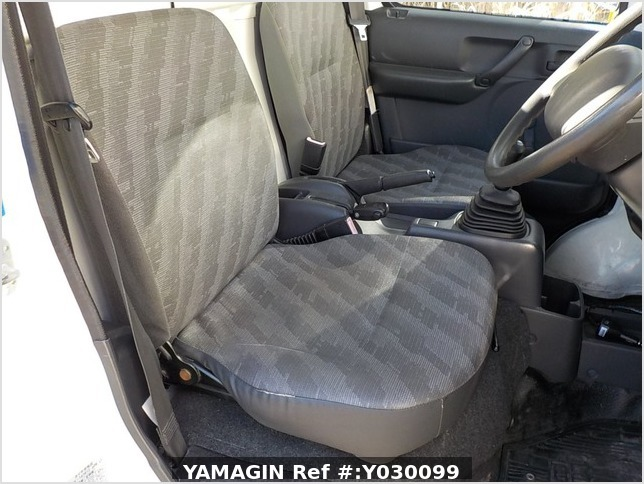 It is a picture of the white suzuki carry truck in 2007,Sub Photo 9 Stock No.Y030099