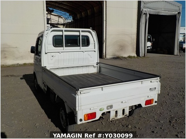 It is a picture of the white suzuki carry truck in 2007,Sub Photo 3 Stock No.Y030099