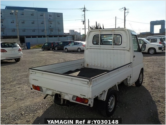 It is a picture of the white mitsubishi minicab truck in 2005,Sub Photo 2 Stock No.Y030148