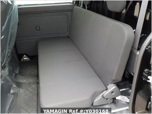 It is a picture of the black daihatsu hijet deck van in 2020,Sub Photo 7 Stock No.Y030168