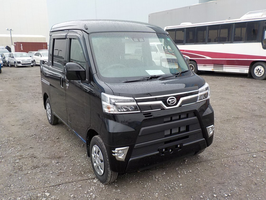 It is a picture of the black daihatsu hijet deck van in 2020,First Photo Stock No.Y030168