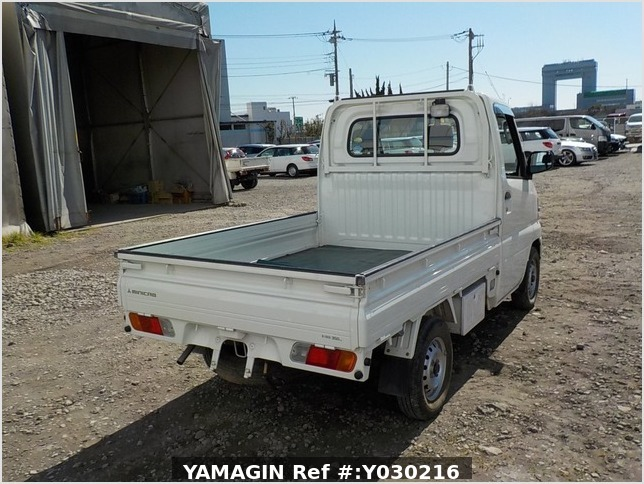 It is a picture of the white mitsubishi minicab truck in 2006,Sub Photo 2 Stock No.Y030216
