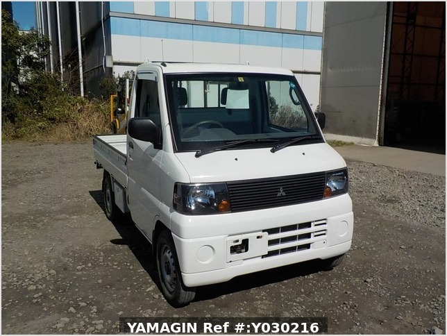 It is a picture of the white mitsubishi minicab truck in 2006,Sub Photo 0 Stock No.Y030216