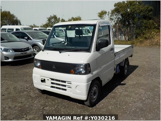 It is a picture of the white mitsubishi minicab truck in 2006,Sub Photo 1 Stock No.Y030216