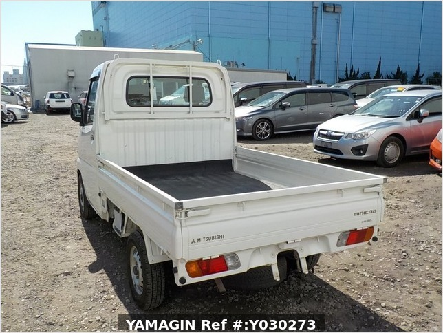It is a picture of the white mitsubishi minicab truck in 2004,Sub Photo 3 Stock No.Y030273