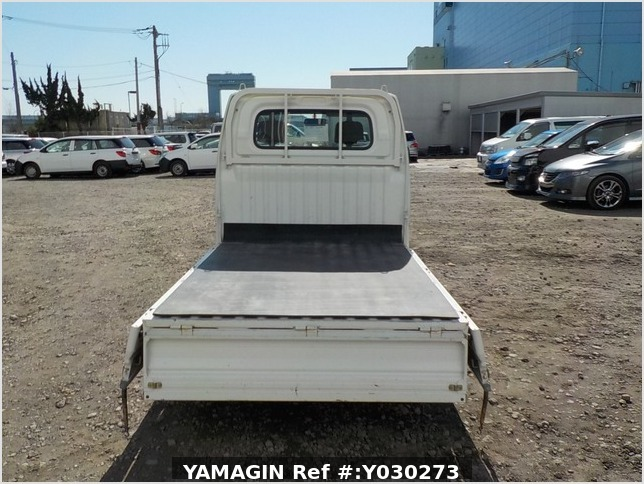 It is a picture of the white mitsubishi minicab truck in 2004,Sub Photo 4 Stock No.Y030273