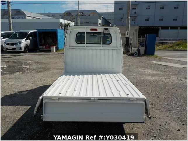 It is a picture of the white mitsubishi minicab truck in 2009,Sub Photo 4 Stock No.Y030419