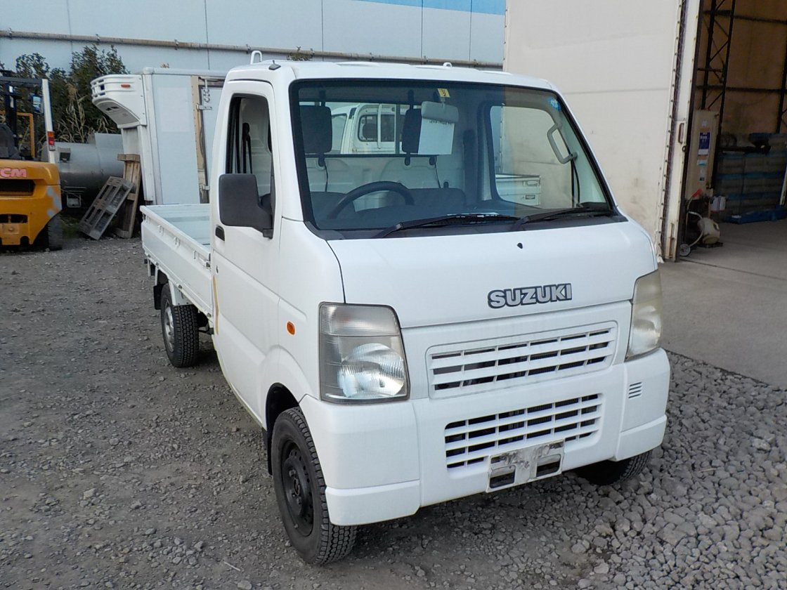 It is a picture of the white suzuki carry truck in 2006,First Photo Stock No.Y030422