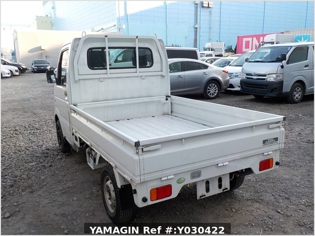 It is a picture of the white suzuki carry truck in 2006,Sub Photo 3 Stock No.Y030422