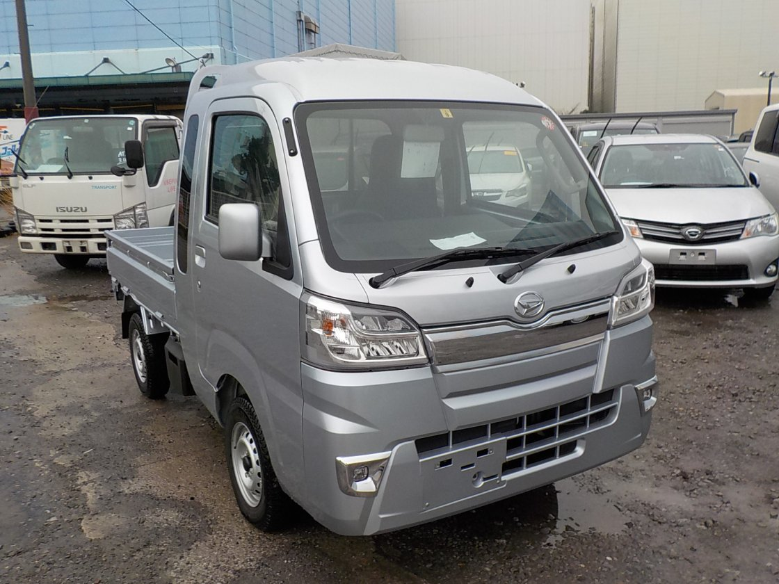 It is a picture of the silver daihatsu hijet jumbo in 2019,First Photo Stock No.Y030448