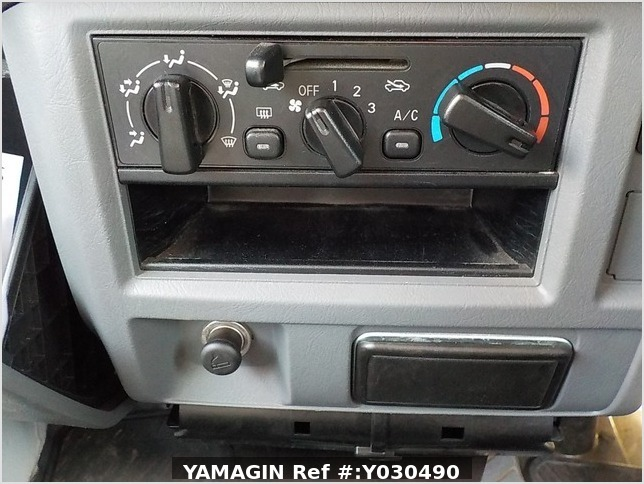 It is a picture of the white mitsubishi minicab passenger van in 2014,Sub Photo 11 Stock No.Y030490