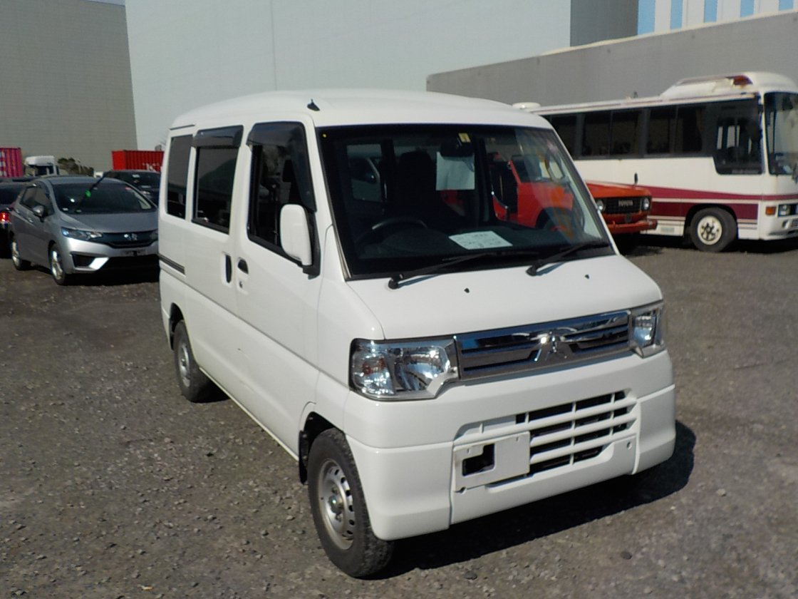 It is a picture of the white mitsubishi minicab passenger van in 2014,First Photo Stock No.Y030490