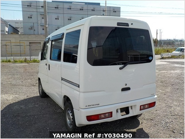 It is a picture of the white mitsubishi minicab passenger van in 2014,Sub Photo 3 Stock No.Y030490