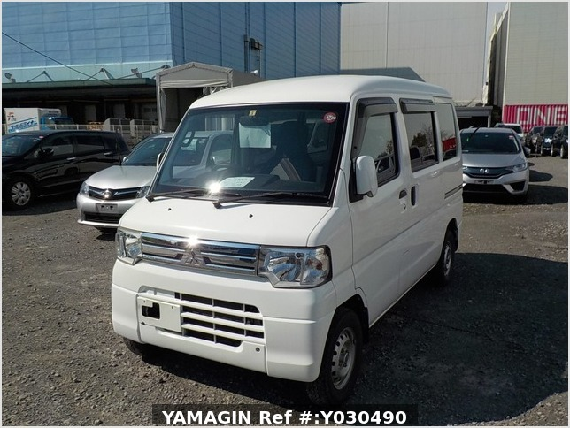 It is a picture of the white mitsubishi minicab passenger van in 2014,Sub Photo 1 Stock No.Y030490