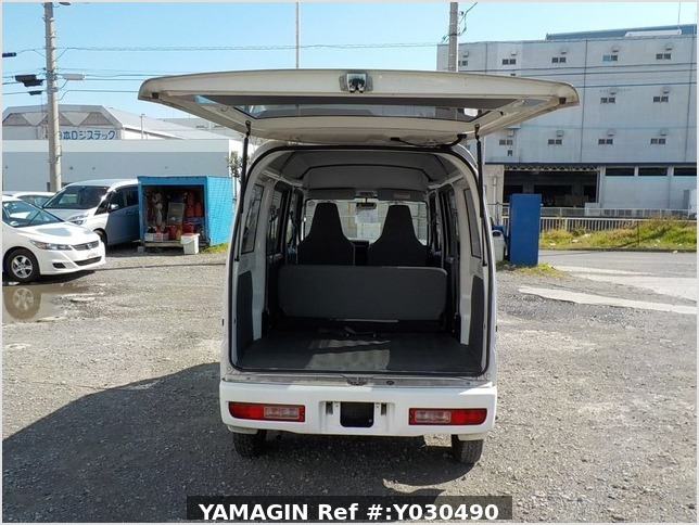 It is a picture of the white mitsubishi minicab passenger van in 2014,Sub Photo 4 Stock No.Y030490
