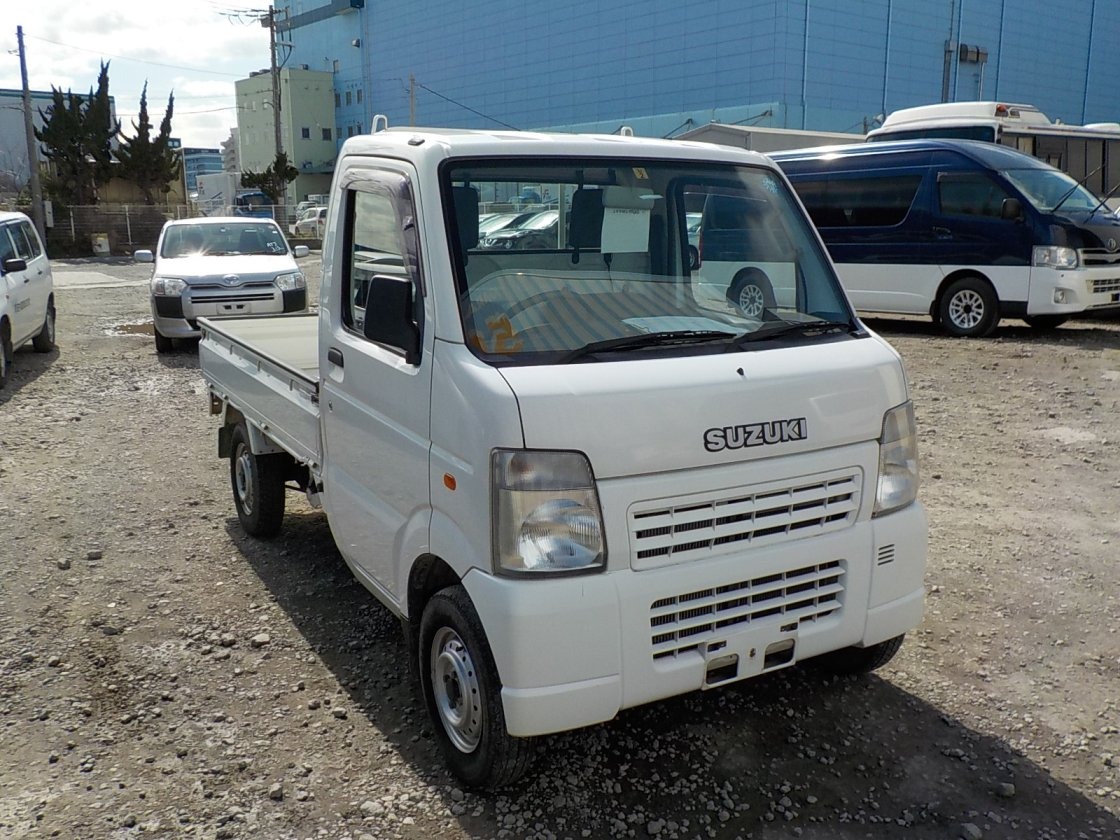 It is a picture of the white suzuki carry truck in 2004,First Photo Stock No.Y030492