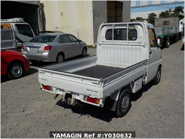 It is a picture of the white mitsubishi minicab truck in 2002,Sub Photo 2 Stock No.Y030632