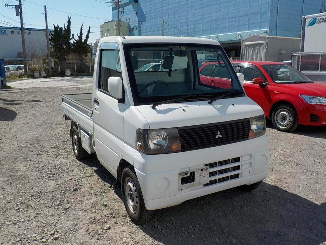 It is a picture of the white mitsubishi minicab truck in 2002,First Photo Stock No.Y030632