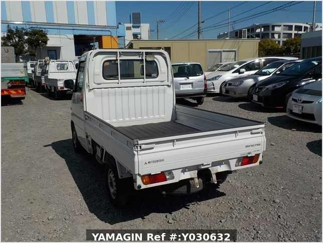 It is a picture of the white mitsubishi minicab truck in 2002,Sub Photo 3 Stock No.Y030632