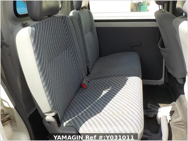 It is a picture of the white daihatsu hijet deck van in 2002,Sub Photo 7 Stock No.Y031011