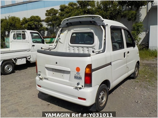 It is a picture of the white daihatsu hijet deck van in 2002,Sub Photo 2 Stock No.Y031011