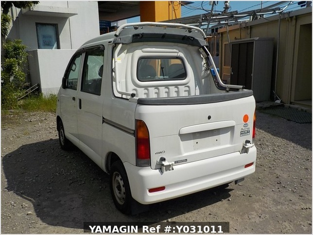 It is a picture of the white daihatsu hijet deck van in 2002,Sub Photo 3 Stock No.Y031011