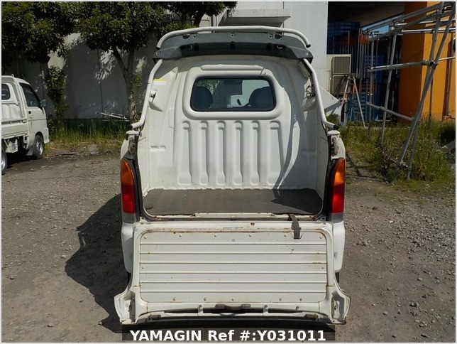 It is a picture of the white daihatsu hijet deck van in 2002,Sub Photo 4 Stock No.Y031011