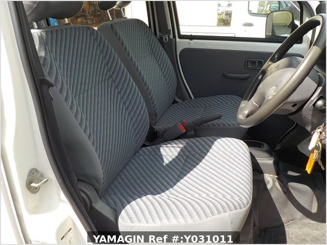 It is a picture of the white daihatsu hijet deck van in 2002,Sub Photo 5 Stock No.Y031011