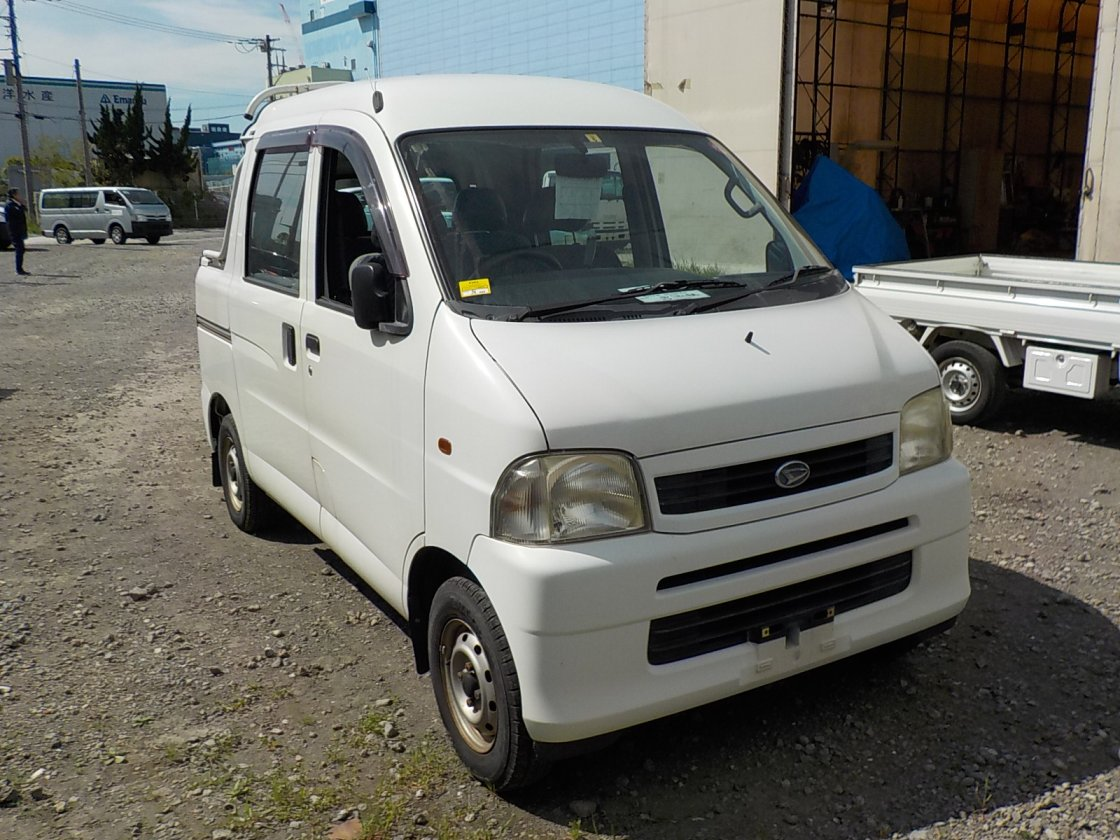 It is a picture of the white daihatsu hijet deck van in 2002,First Photo Stock No.Y031011