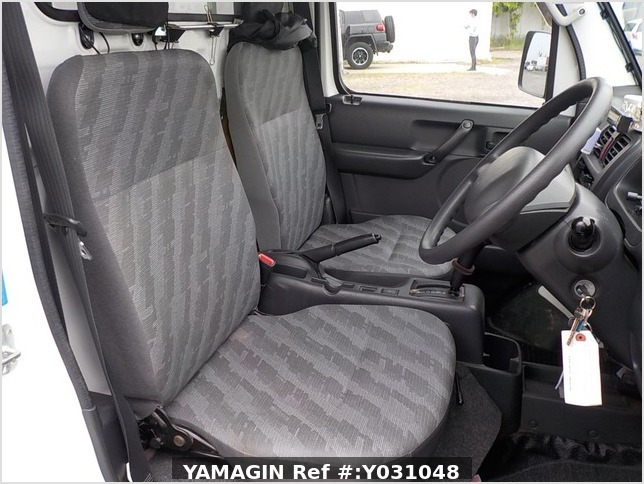 It is a picture of the white suzuki carry truck in 2012,Sub Photo 9 Stock No.Y031048