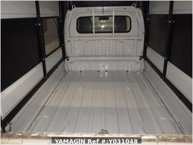It is a picture of the white suzuki carry truck in 2012,Sub Photo 11 Stock No.Y031048