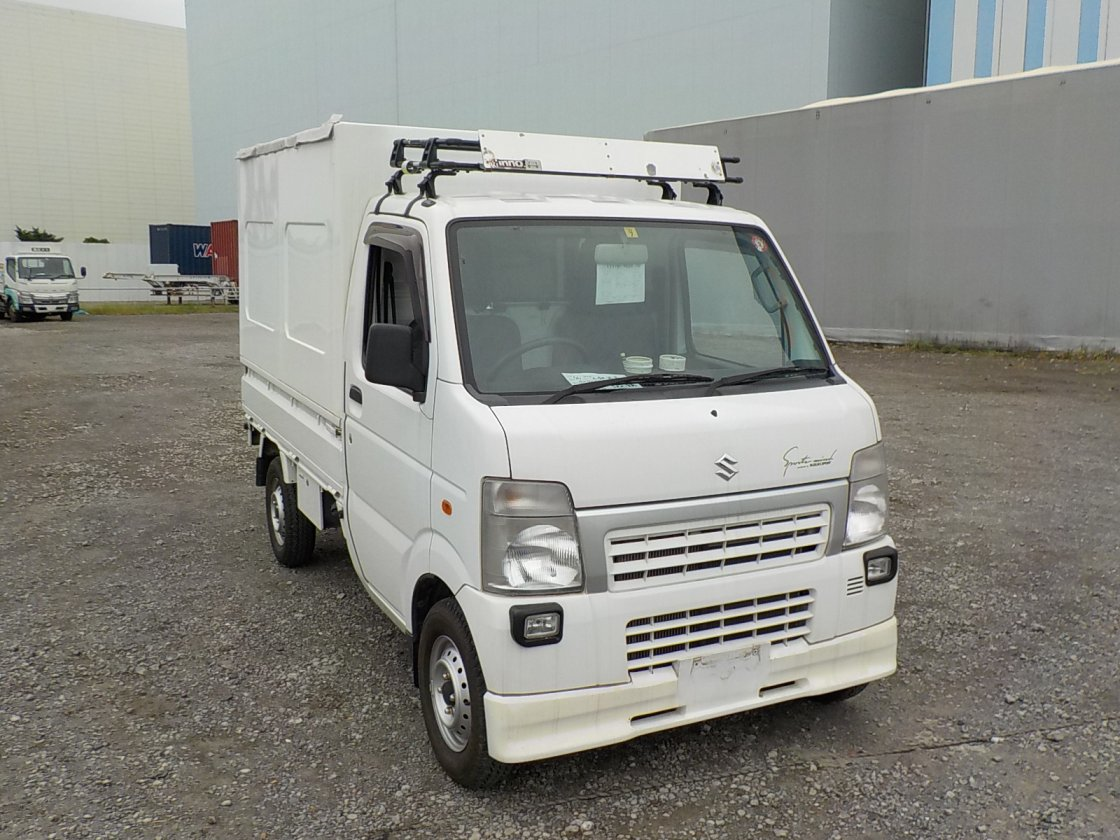 It is a picture of the white suzuki carry truck in 2012,First Photo Stock No.Y031048