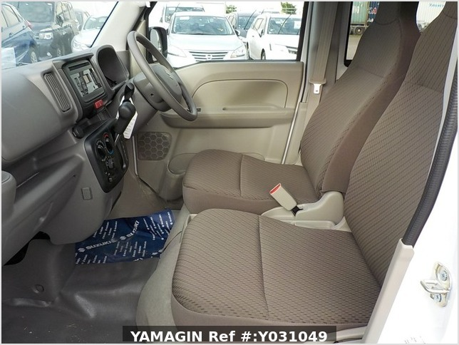 It is a picture of the white suzuki every passenger van in 2019,Sub Photo 11 Stock No.Y031049