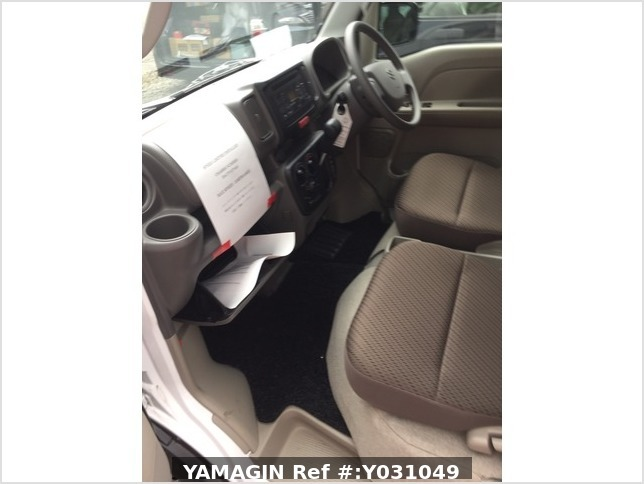 It is a picture of the white suzuki every passenger van in 2019,Sub Photo 18 Stock No.Y031049