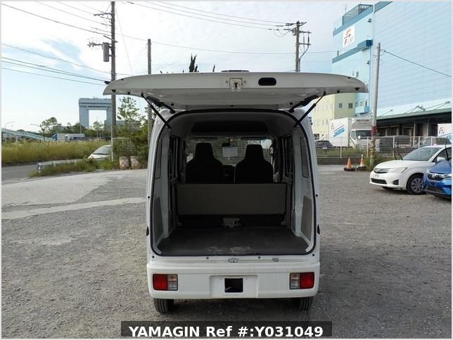 It is a picture of the white suzuki every passenger van in 2019,Sub Photo 4 Stock No.Y031049