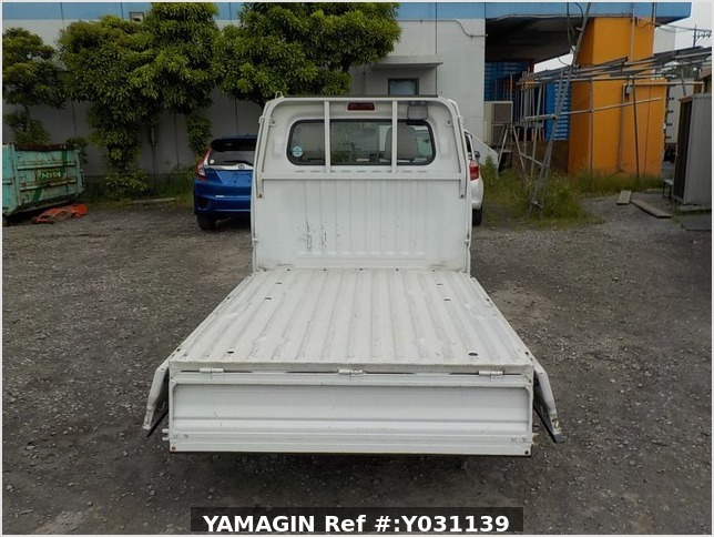 It is a picture of the white mitsubishi minicab truck in 1999,Sub Photo 4 Stock No.Y031139