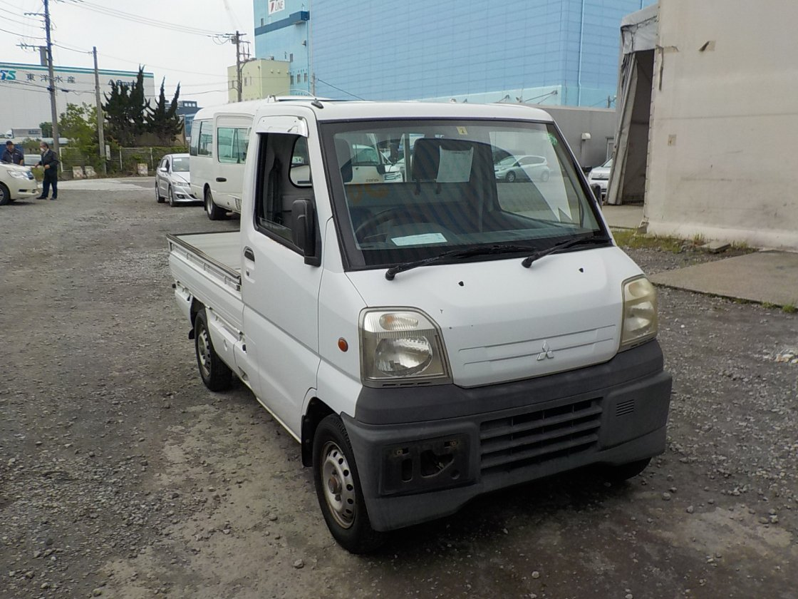 It is a picture of the white mitsubishi minicab truck in 1999,First Photo Stock No.Y031139