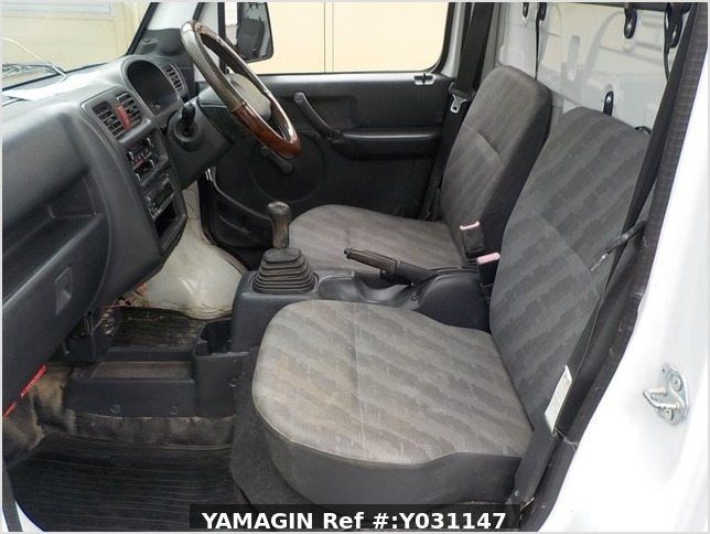 It is a picture of the white suzuki carry truck in 2008,Sub Photo 7 Stock No.Y031147
