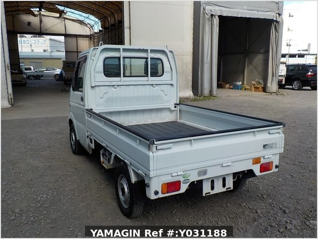 It is a picture of the white suzuki carry truck in 2004,Sub Photo 3 Stock No.Y031188
