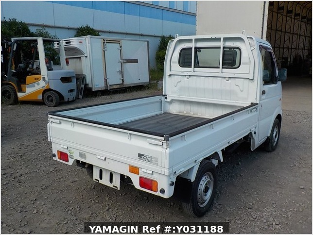 It is a picture of the white suzuki carry truck in 2004,Sub Photo 2 Stock No.Y031188