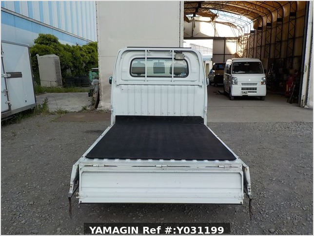 It is a picture of the white nissan clipper truck in 2003,Sub Photo 4 Stock No.Y031199