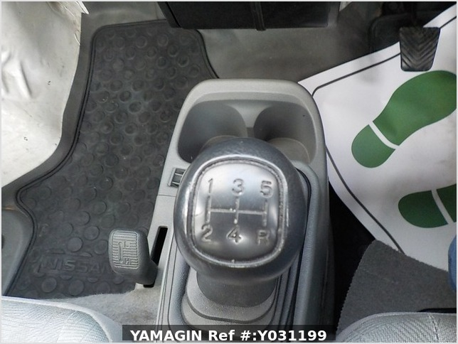 It is a picture of the white nissan clipper truck in 2003,Sub Photo 7 Stock No.Y031199