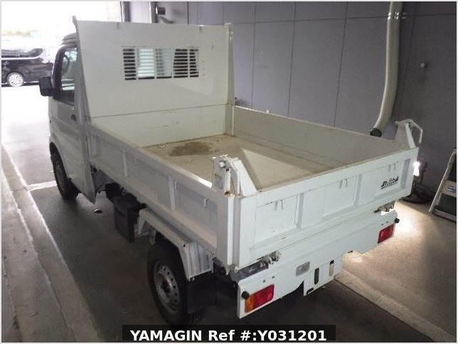 It is a picture of the white suzuki carry dump in 2010,Sub Photo 14 Stock No.Y031201