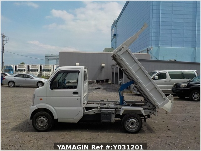 It is a picture of the white suzuki carry dump in 2010,Sub Photo 13 Stock No.Y031201