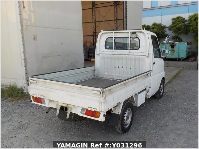 It is a picture of the white nissan clipper truck in 2005,Sub Photo 2 Stock No.Y031296