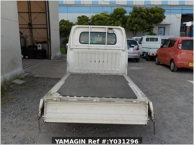 It is a picture of the white nissan clipper truck in 2005,Sub Photo 4 Stock No.Y031296