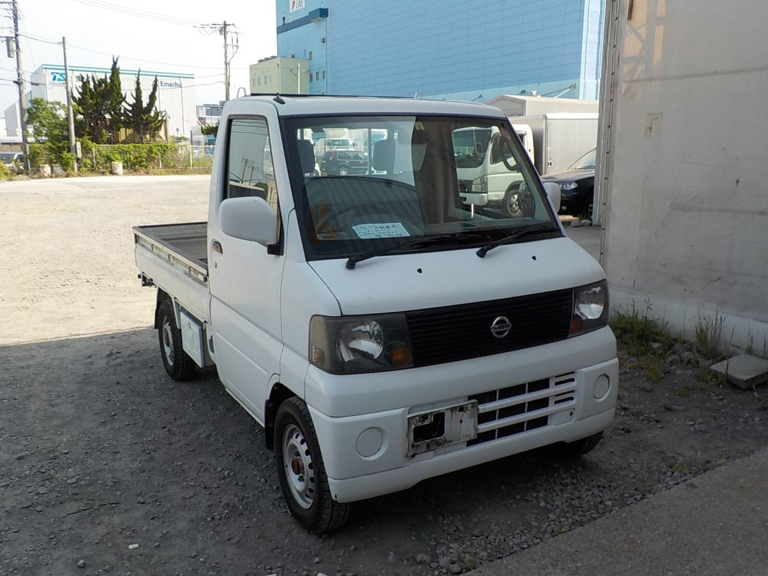 It is a picture of the white nissan clipper truck in 2005,First Photo Stock No.Y031296